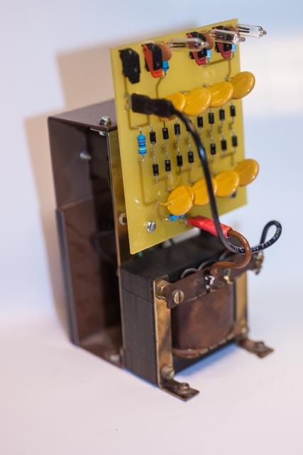 Das EHT tool montiert auf dem ursprünglichen Trafo