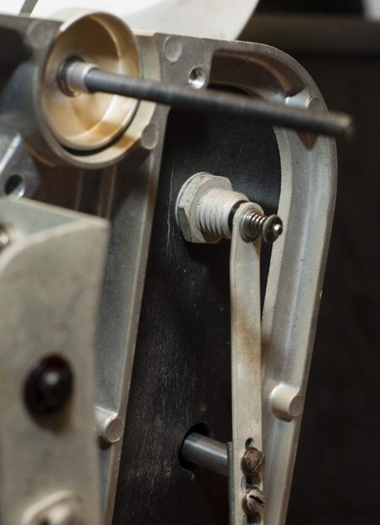 Wiederaufbau des friktionsgetriebenen Gestänges als Tonarmlift
