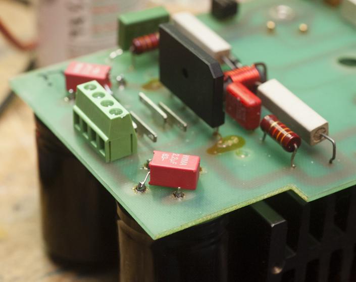 Neuer Gleichrichter und Anschlussklemme Endstufe B750