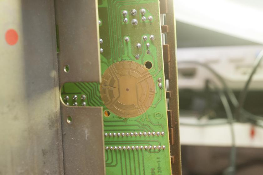 Vergoldete Fläche des Eingangswahlschalters B750